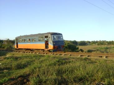 El ferrobus tiene capacidad para 100 pasajeros y su ruta se extiende entre las zonas llana y montañosa de Fomento.