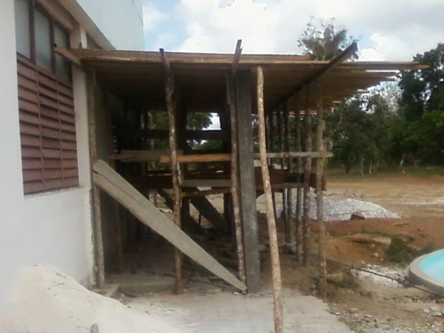 Construcción del nuevo bar con que contará el centro de hospedaje de Fomento.