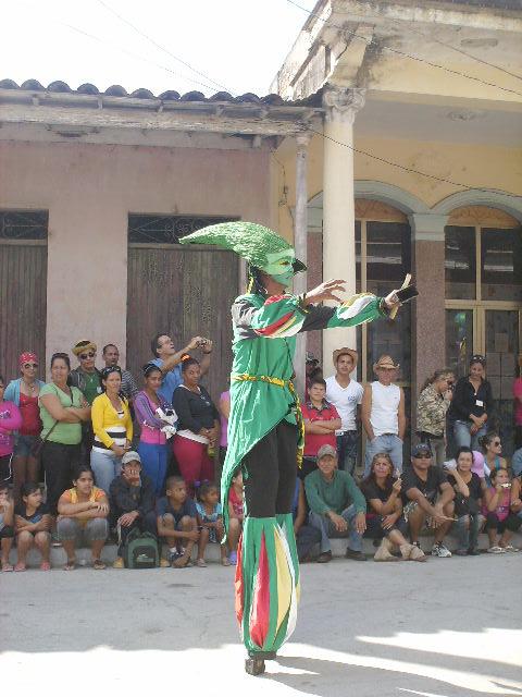 Histrión de Pinar del Río irrumpió las puestas en escena en la calle Más Teatro.