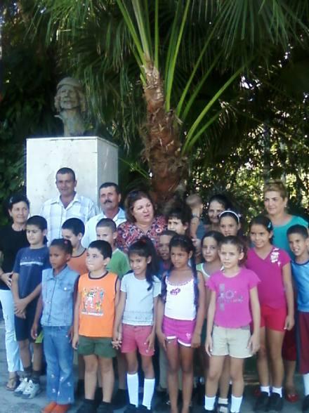 La doctora Aleida Guevara en lugar donde radicó la Comandancia del Frente de Las Villas en Manaca Ranzola, Fomento, Cuba.
