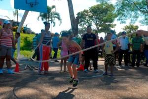 La celebración de juegos deportivos y actividades culturales figuran entre las opciones más atractivas del programa de atención comunitaria. (Fotos Borrego)