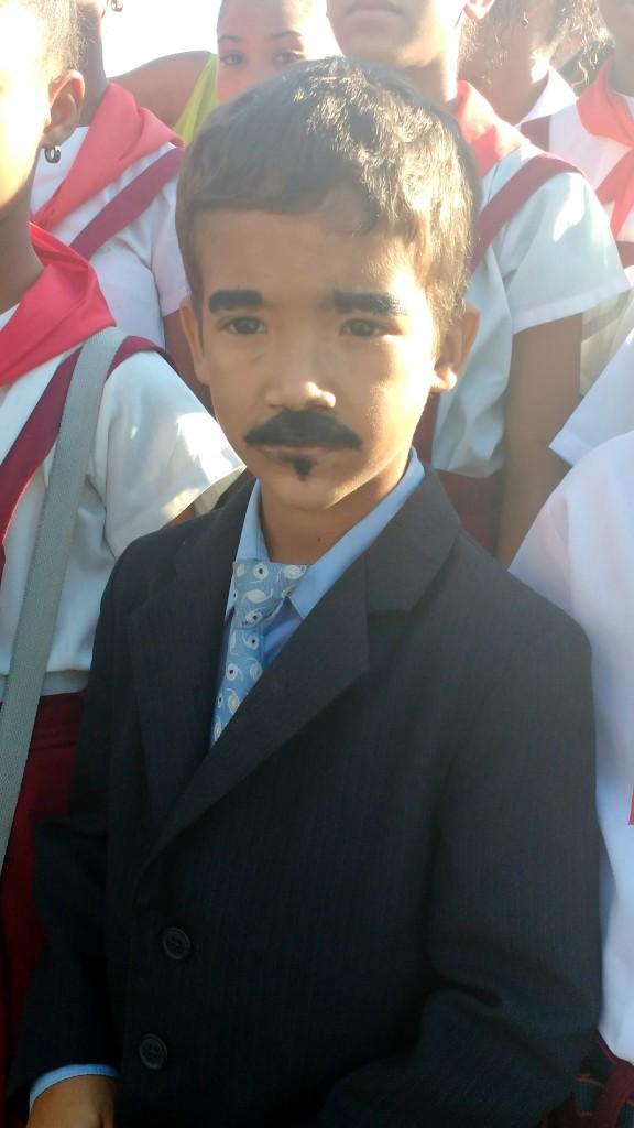Niño santiaguero en el Homenaje a Martí.