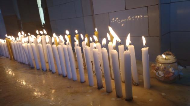 Ofrendas a la Virgen de la Caridad en el Santuario del Cobre.